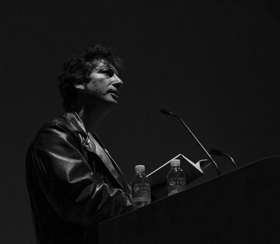 http://st-im.kinopoisk.ru/im/kadr/1/0/6/kinopoisk.ru-Neil-Gaiman-1060918.jpg