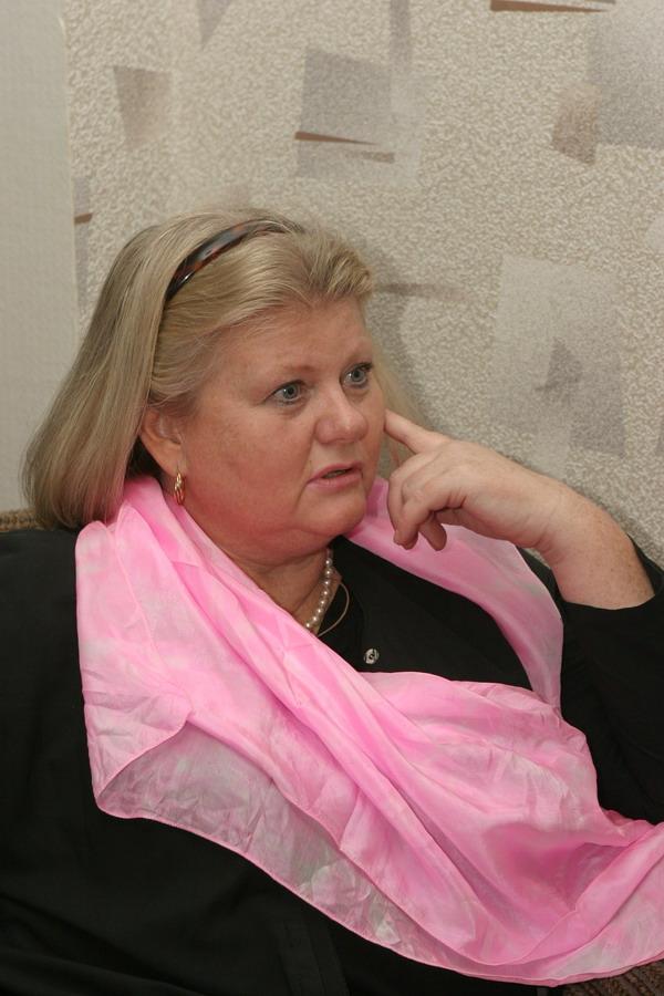 http://st-im.kinopoisk.ru/im/kadr/1/2/5/kinopoisk.ru-Irina-Muravyova-1256864.jpg