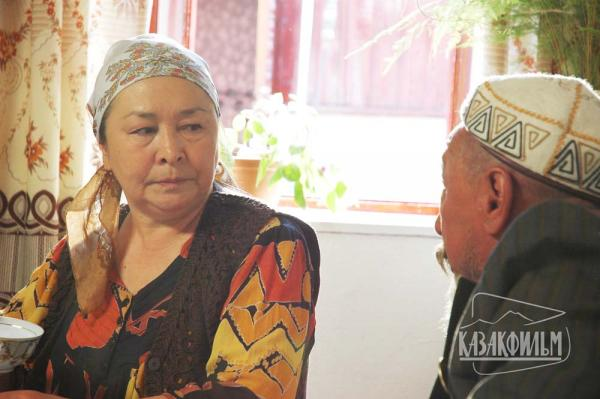 http://st-im.kinopoisk.ru/im/kadr/1/3/7/kinopoisk.ru-Bayterek-1377750.jpg