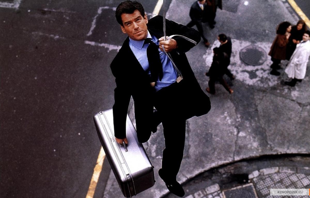 кадр №3 из фильма 007:И целого мира мало - смотреть онлайн