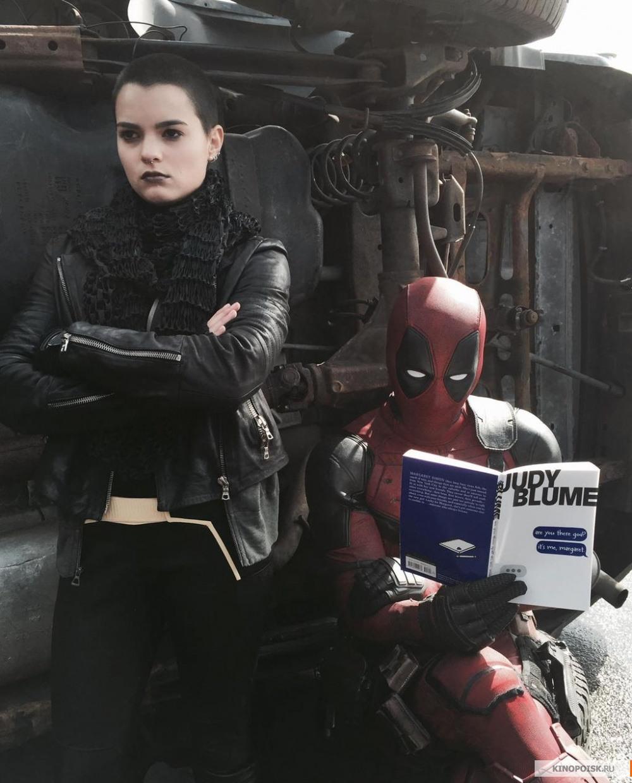 kinopoisk.ru-Deadpool-2654583.jpg