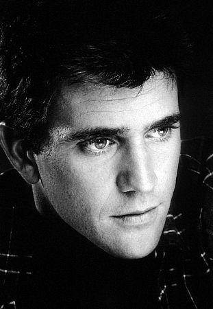 http://st-im.kinopoisk.ru/im/kadr/3/8/7/kinopoisk.ru-Mel-Gibson-387007.jpg