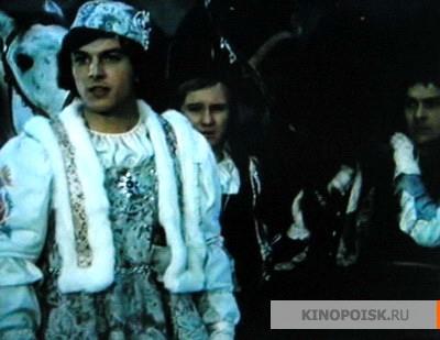 http://st-im.kinopoisk.ru/im/kadr/6/4/1/kinopoisk.ru-Tri-or_26_23237_3Bsky-pro-Popelku-641945.jpg