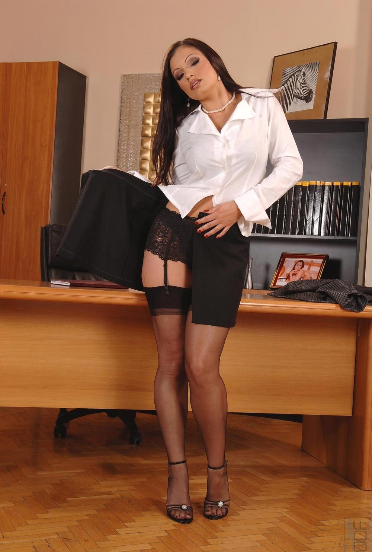 Снял секретаршу в чулках 3 фотография