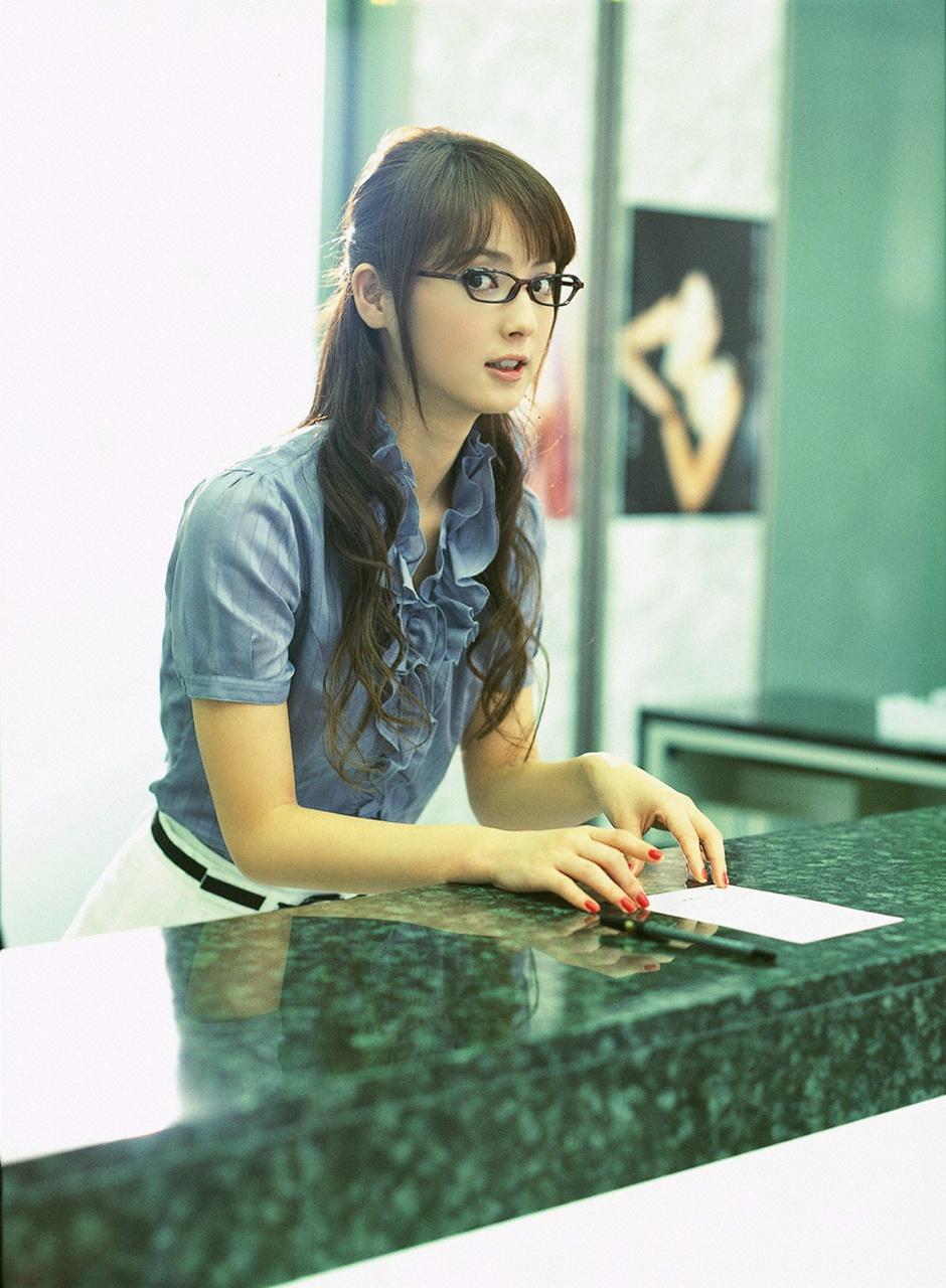 Японочка в очках 3 фотография